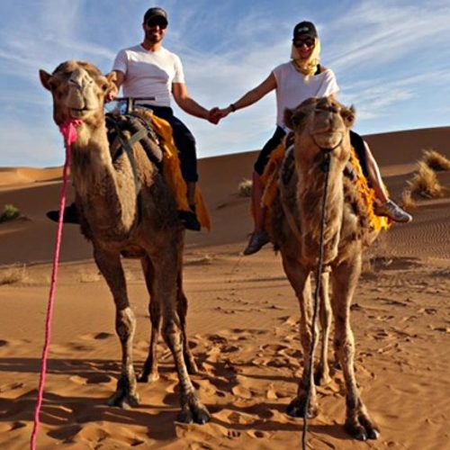 couple_on_camelstours